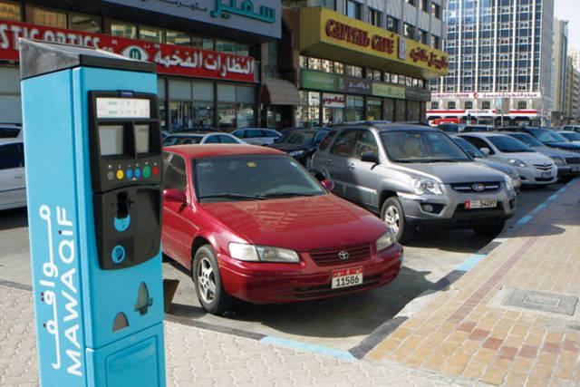 أحد مواقف السيارات بإمارة أبوظبي