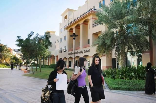 طلاب جامعيين بالإمارات