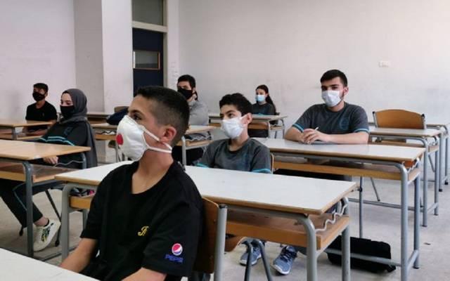 طلاب وطالبات داخل أحد الفصول التعليمية