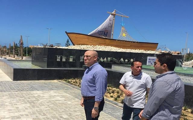 وزير الإسكان المصري عاصم الجزار في مركز مارينا العلمين السياحي