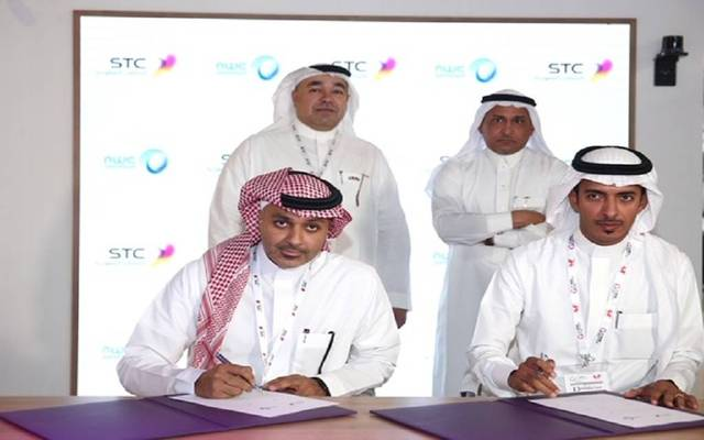 Officials from STC and NWC signing the deal at GITEX 2018
