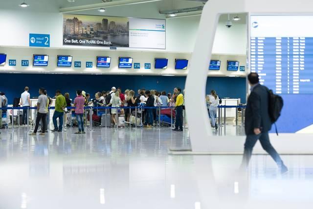 مطارات دبي تتوقع استقبال 76 ألف مسافر في يوم واحد