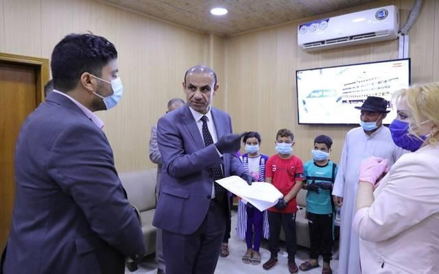 وزير العمل والشؤون الاجتماعية العراقي، عادل الركابي، يستقبل مواطناً من محافظة بغداد