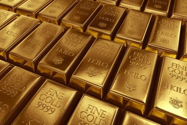 Gold falls as dollar steadies ahead of US labour data