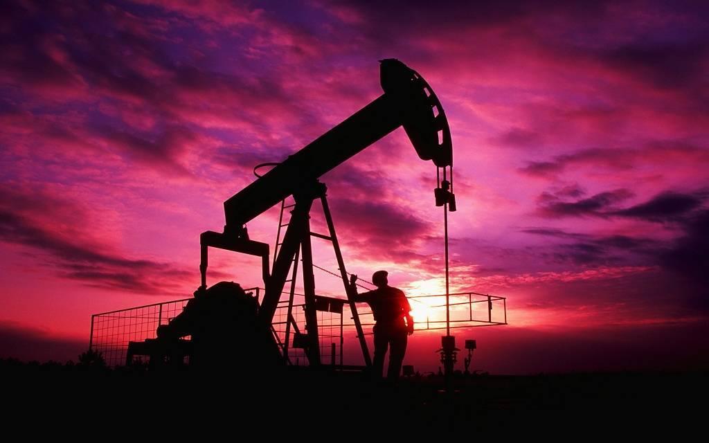 أسعار النفط ترتفع 1% قبيل بيانات المخزونات الأمريكية