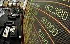 شاشة تداول الأسعار للأسهم في أحد الأسواق الإماراتية المالية