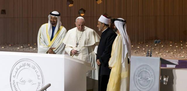 صور.. مغادرة شيخ الأزهر وبابا الفاتيكان أرض الإمارات