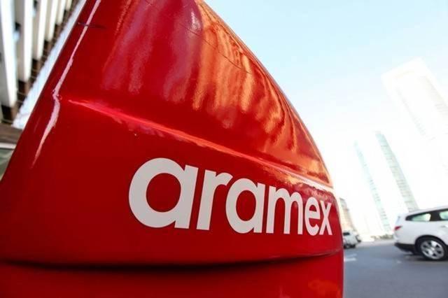 لافتة تحمل شعار شركة أرامكس