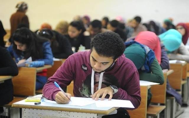 مصر.. بيان حكومي بشأن إجبار طلاب الجامعات على شراء الكتب وإلغاء الامتحانات