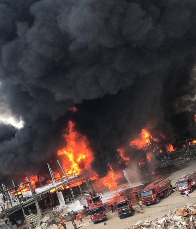 حريق كبير في منطقة مرفأ بيروت