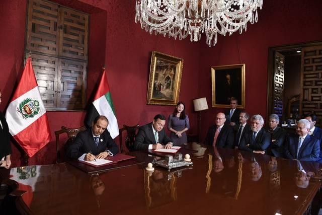 يعقوب يوسف الحوسني مساعد الوزير لشؤون المنظمات الدولية بالوزارة الإماراتية - ونستور ببوليزيو برداليس وزير خارجية بيرو