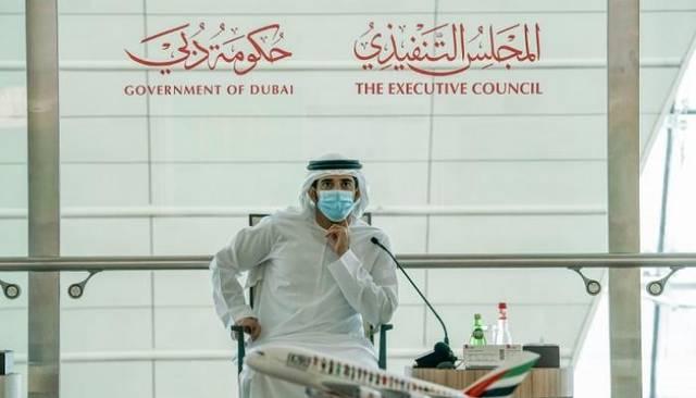 الشيخ حمدان بن محمد بن راشد آل مكتوم أثناء الاجتماع