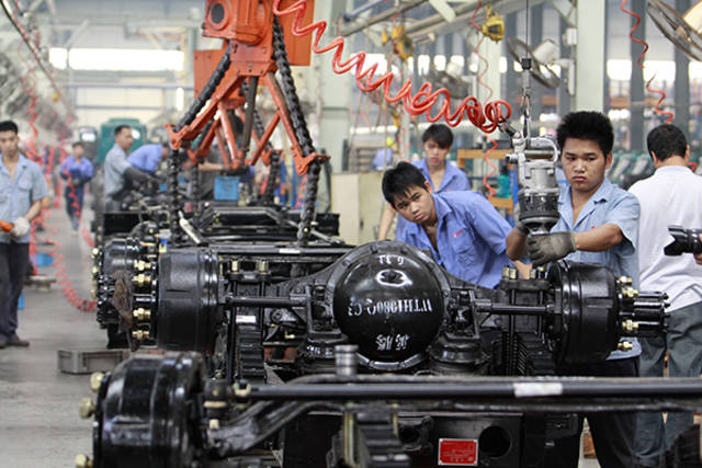 China's industrial output growth slows down to 17-yr trough