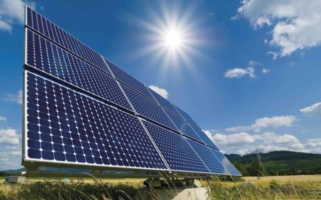 خلايا شمسية لإنتاج الطاقة