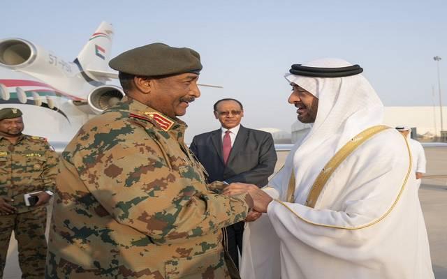 بالصور.. رئيس المجلس العسكري السوداني يصل الإمارات في زيارة رسمية
