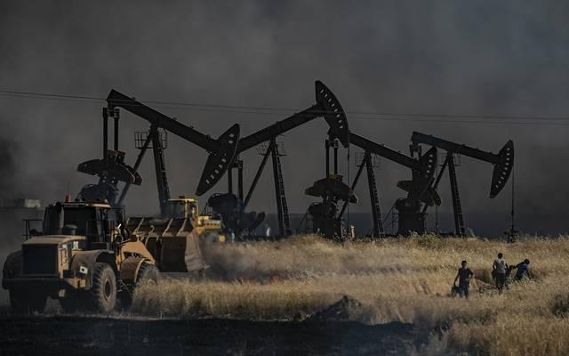 النفط يصعد لأعلى مستوى في أسبوع مع مخاوف نقص الإمدادات