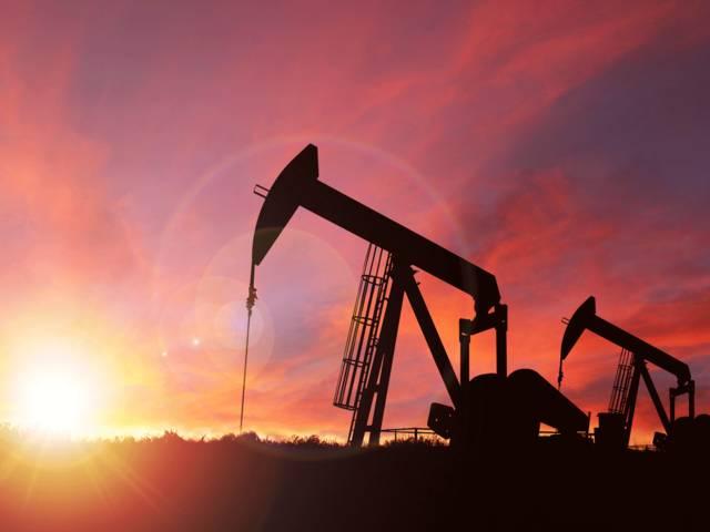 محدث.. النفط يرتفع 4% عند التسوية لكنه يسجل خسائر أسبوعية
