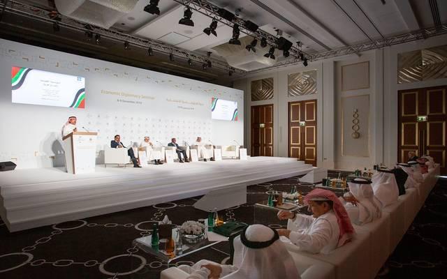 مشاورات دبلوماسية بين الإمارات والسعودية لتعزيز التكامل الاقتصادي