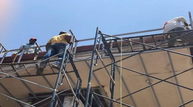 عمال بقطاع التشييد بالسعودية