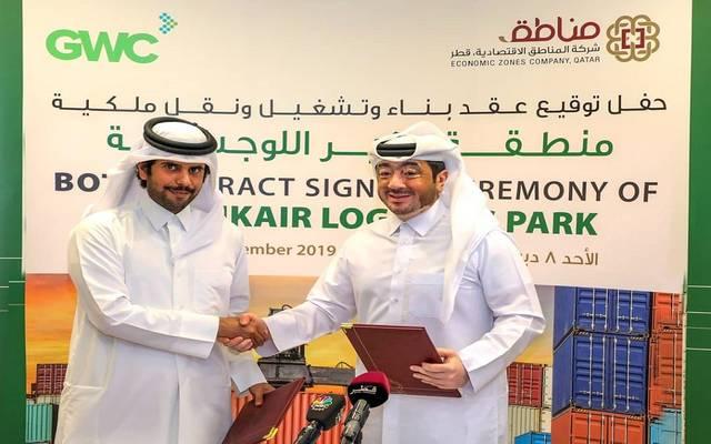 خلال توقيع العقد بين المناطق الاقتصادية والخليج للمخازن