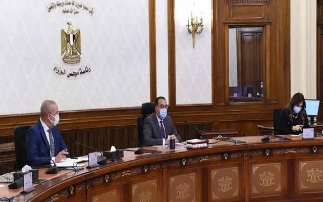 رئيس الوزراء يتابع مع وزير الإسكان ملفات عمل الوزارة