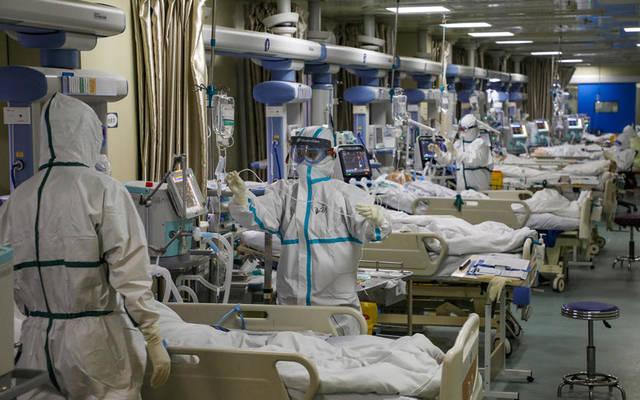 """داخل أحد المستشفيات المتخصصة في رعاية مرضى """"كورونا"""""""