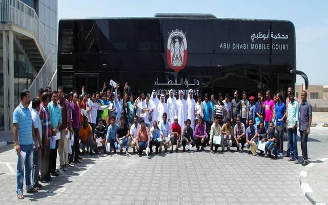 محكمة أبوظبي العمالية تسلم مستحقات 26800 عامل بقيمة 170 مليون درهم