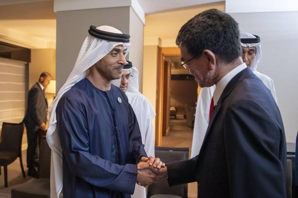 هزاع بن زايد يبحث التعاون مع وزير الدفاع الياباني (صور)