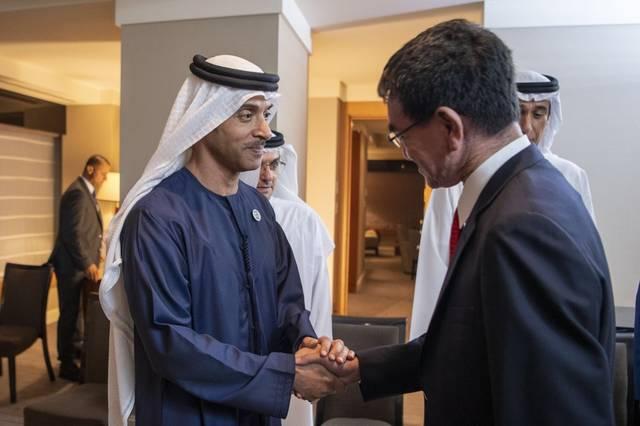 الشيخ هزاع بن زايد آل نهيان نائب رئيس المجلس التنفيذي لإمارة أبوظبي خلال لقاء تارو كونو وزير الدفاع الياباني