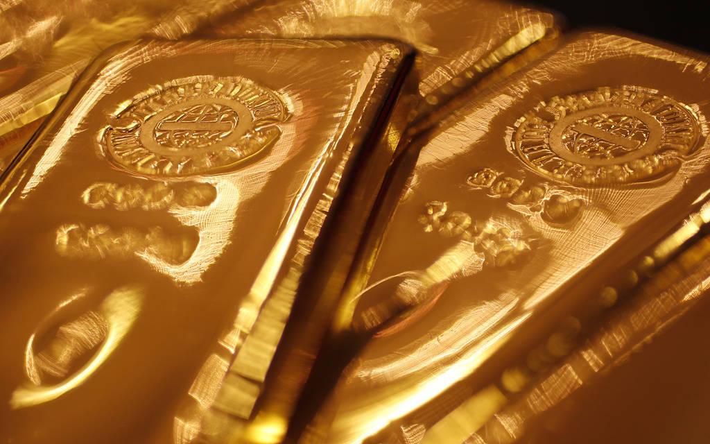 أسعار الذهب تتراجع عالمياً بنحو 7دولار مع ترقب تصريحات باول