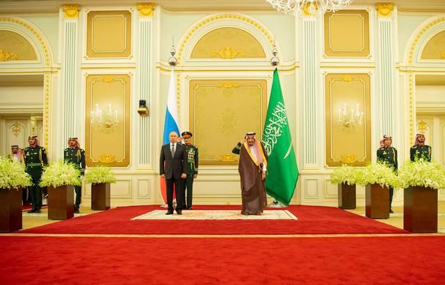 خلال استقبال خادم الحرمين الشريفين الملك سلمان بن عبد العزيز للرئيس الروسي فلاديمير بوتين