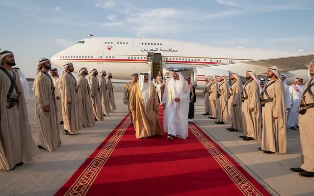 ولي عهد أبوظبي يستقبل ملك البحرين