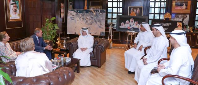 وفد هيئة كهرباء ومياه دبي ومجموعة إنجي الفرنسية أثناء المباحثات، الصورة من بيان صحفي