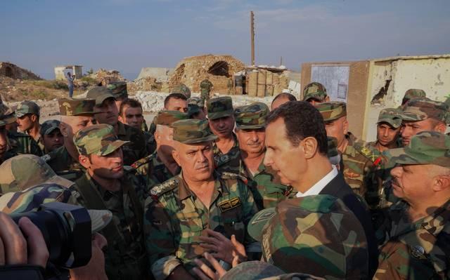 الرئيس السوري بشار الأسد خلال لقائه مع أفراد جيشه اليوم