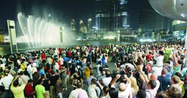زوار وسياح في الإمارات