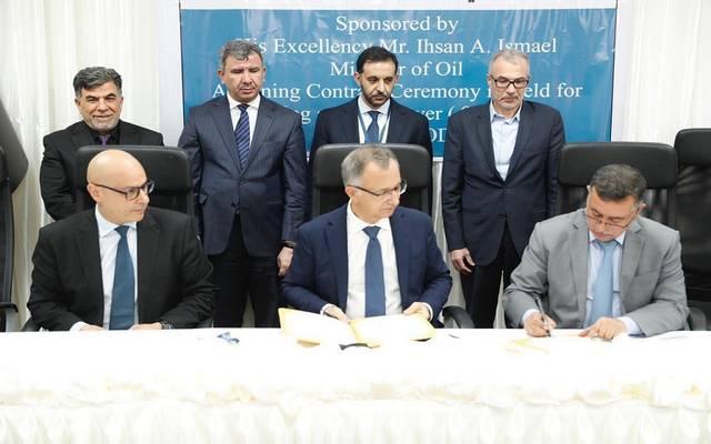 جانب من توقيع العقد بحضور وزير النفط