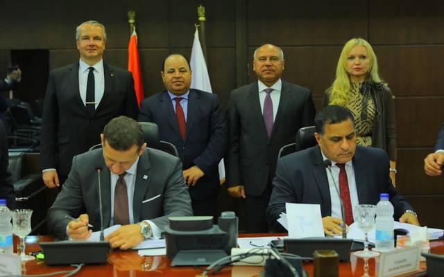 جانب من توقيع الاتفاقية بين مصر والتحالف الدولي المجري الروسي
