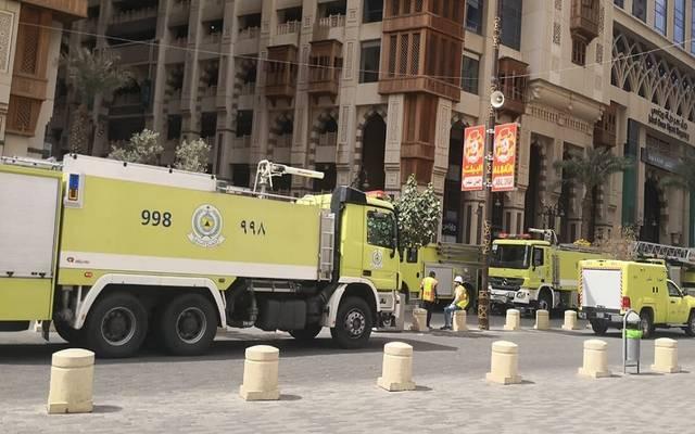 خلال سيطرة قوات الدفاع المدني على حريق مشروع جبل عمر أمس الأحد