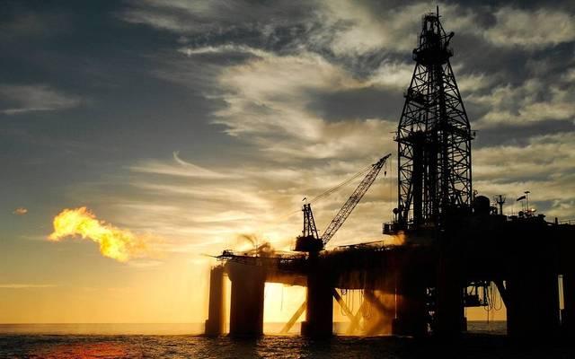 محدث.. النفط يتراجع عند التسوية لأدنى مستوى في أسبوعين