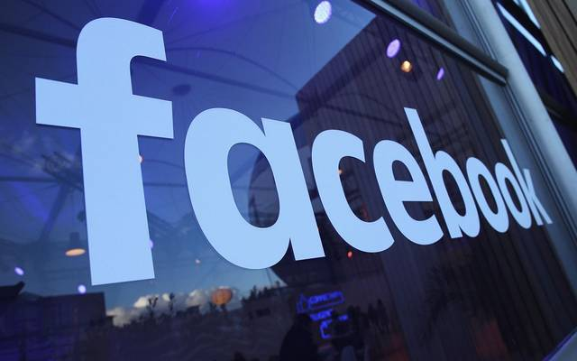 """""""فيسبوك"""" تضع شروطاً للنشر بصفحات تمتلك جمهور أمريكي كبير"""