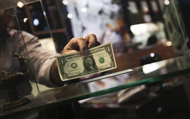 محدث.. الدولار يتحول للارتفاع عالمياً ويتجه لحصد مكاسب أسبوعية