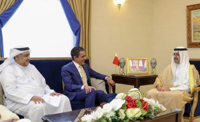 جانب من لقاء محافظ المحافظة الجنوبية في مملكة البحرين مع الرئيس التنفيذي لمجموعة مصرف السلام