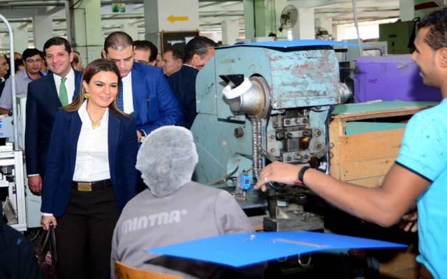 جانب من جولة وزيرة الاستثمار سحر نصر بمصنع منترا للأدوات المنزلية