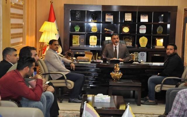 جانب من اجتماع الوزير بعدد من خريجي هندسة النفط المعتصمين بغرض توفير وظائع لهم بالشركات
