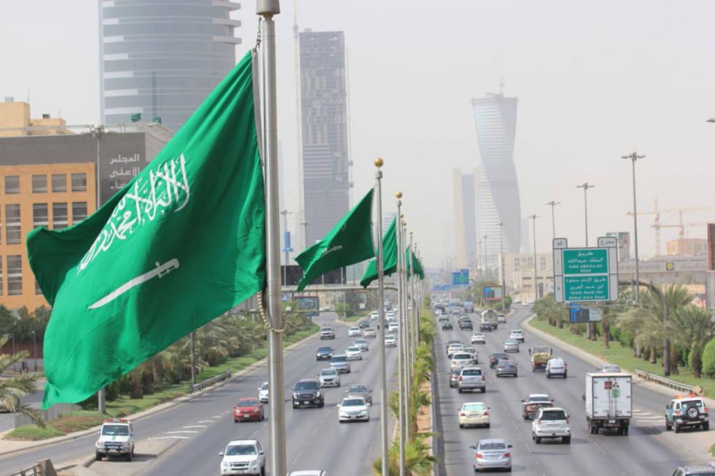 """بسبب """"كورونا"""".. السعودية تعلق رحلات العمرة والسياحة مؤقتاً"""