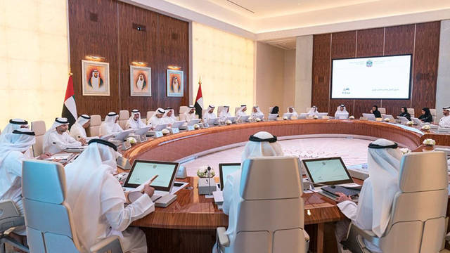 الشيخ محمد بن راشد حاكم دبي نائب رئيس دولة الإمارات ووزراء آخرون