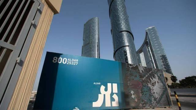 شعار شركة الدار العقارية على أحد المشاريع التابعة لها