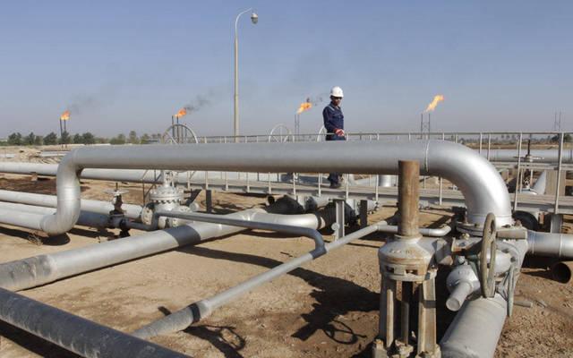عامل بأحد المواقع النفطية