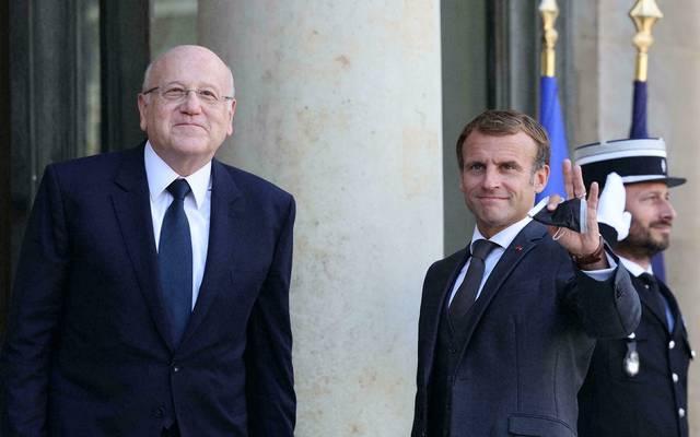 الرئيس الفرنسي إيمانويل ماكرون ورئيس الحكومة اللبنانية نجيب ميقاتي