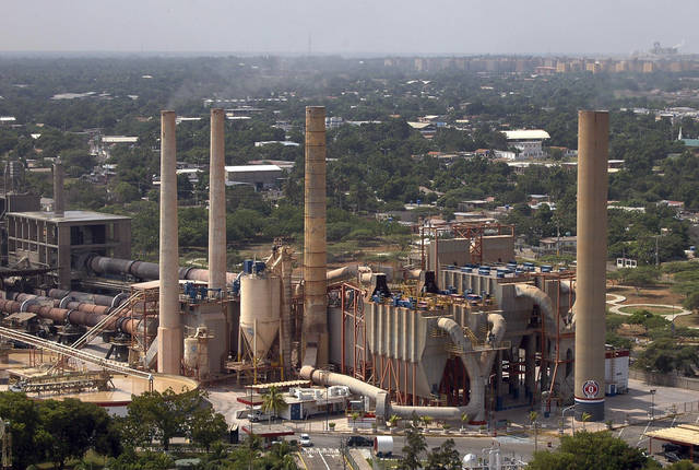 أحد مصانع الأسمدة- الصورة من  رويترز أريبيان آي